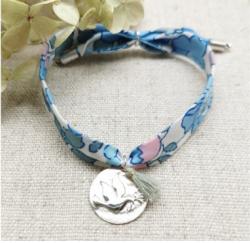 Bracelet liberty (au choix : bleu, corail, rose ou turquoise) avec une médaille en Argent motif colombe ou arbre , bleu