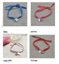 bracelet lien élastique colorée croix nacre et vierge
