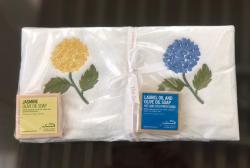 Lot de 2 serviettes éponge (33x33) + 2 savons parfumés Hortensia bleu et jaune