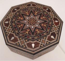 Petite boîte en marqueterie octogonale