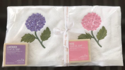 Lot de 2 serviettes éponge (33x33) et de 2 savons parfumés hortensia lavande et rose